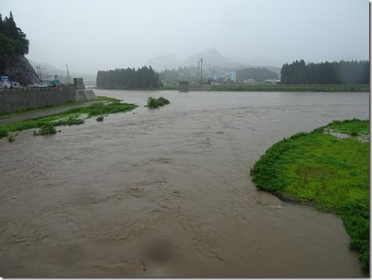 阿賀野川と新谷川の出会い