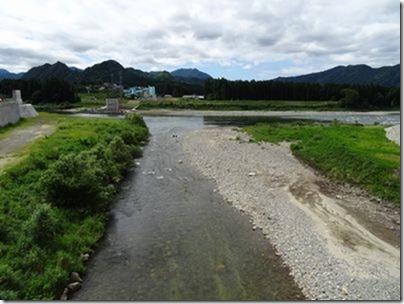 阿賀野川と新谷川出会い